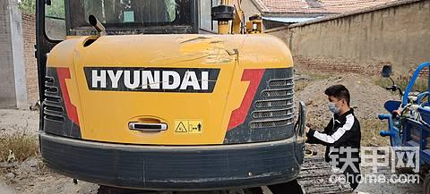 求购现代小挖HX60发动机后盖一套