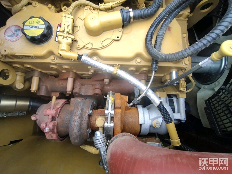 发动机看了一下用的是卡特飞4.4的发动机 功率129千瓦。
