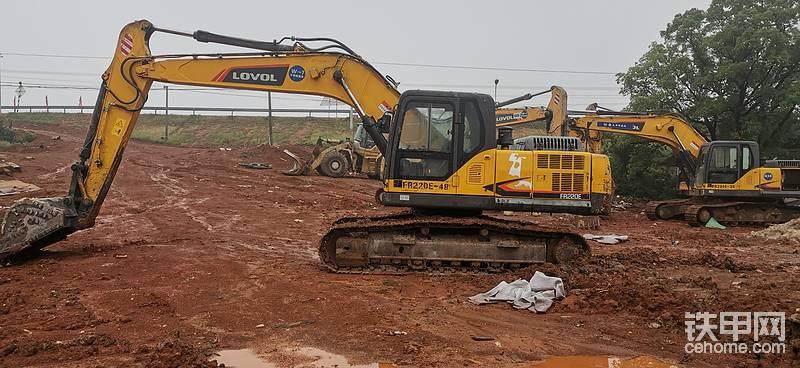 雷沃FR220E 挖掘机