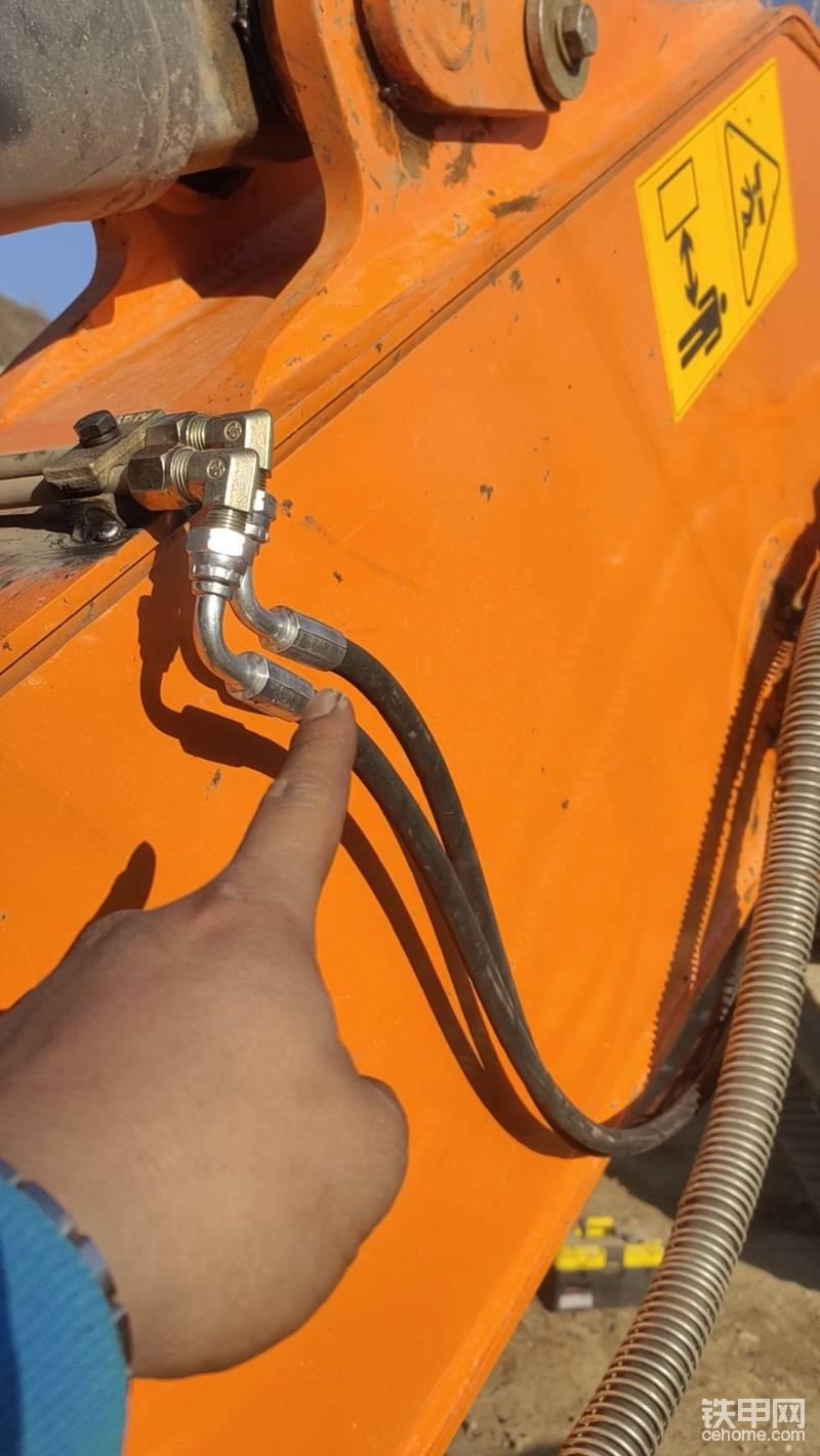 如果在断电的情况下,油缸是回收状态的话 ! 务必将两根油管调换一下。  图文讲解到这里全是结束了,不太明白的话帖子最下方,有视频教程。
