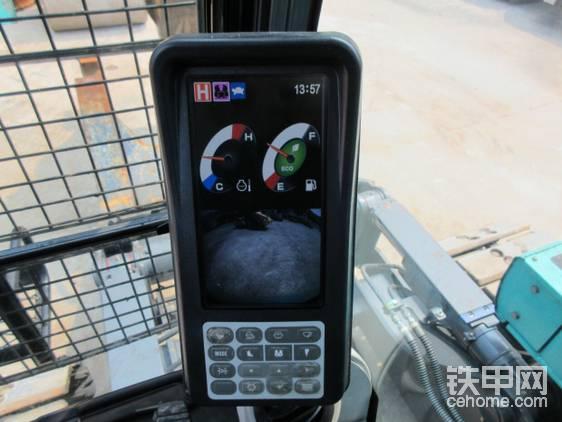 液晶显示屏,日本人就算一台汽车解体机都会装后视摄像头!
