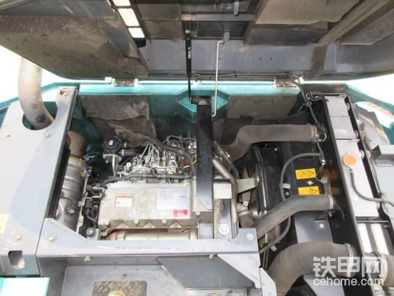 发动机。最大功率达到117千瓦,动力充沛。