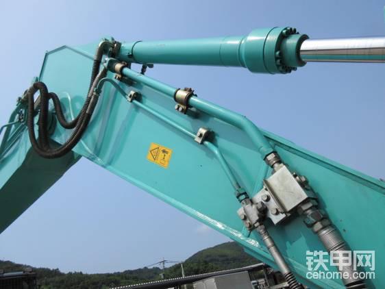 液压剪开合配管使用了缓冲阀。