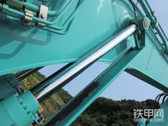 液压缸自带保护板,防止飞溅的金属制品损坏液压缸。