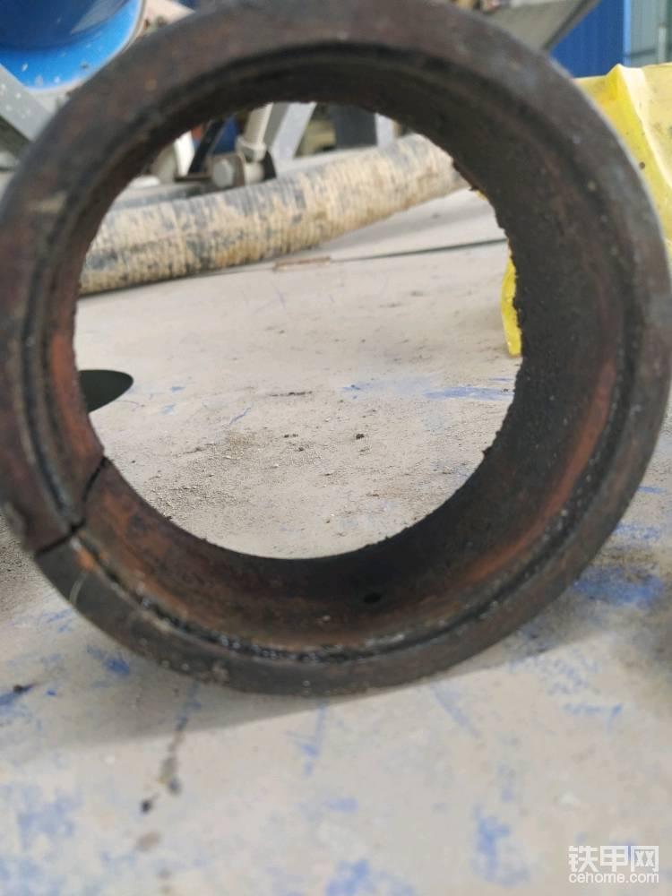 内圈从鼓形,变成了圆柱形。