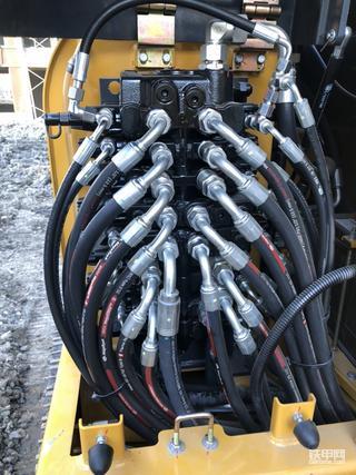 黑标徐工60DA,400小时,分配阀漏油