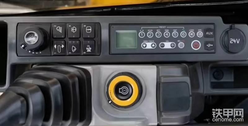 具备一键启动功能,开机需要密码防盗功能,还带数字线接口,标配收音机,便于接打电话