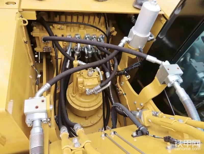 出厂标配备用阀,方便装锤,电控液压主控阀,是省油的关键要素