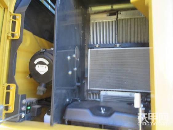 """""""打住打住,电控高压共轨是啥?""""   """"这种技术密斯特票友不会不知道吧?电控共轨(HPCR)是指共轨腔内的高压直接用于喷射的喷油器,可以省去喷油器内的增压机构;而且共轨腔内是持续高压,高压油泵所需的驱动力矩比传统油泵小得多。这个燃油喷射系统的喷射量更加精确,使柴油燃烧充分,令PW148-11节能13%。相比电控直喷(即常说的电喷,实际上电控直喷和高压共轨都隶属于电喷)这在发达国家已经是成熟技术了!"""""""