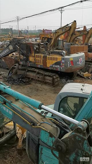 简单聊聊徐水挖机拆解市场和挖机拆车件