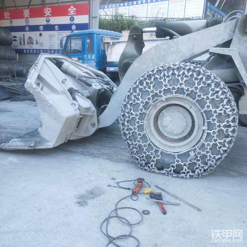 裝載機輪胎保護鏈個人安裝法-帖子圖片