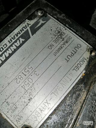 二手挖机改了铭牌 怎么看年限
