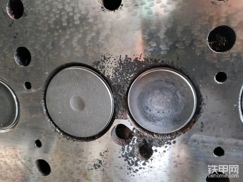 本来计划的不处理气门的,结果看看这个图,已经没有办法了,损伤太严重,修理工说处理过后,更换了气门和套子问题不大!