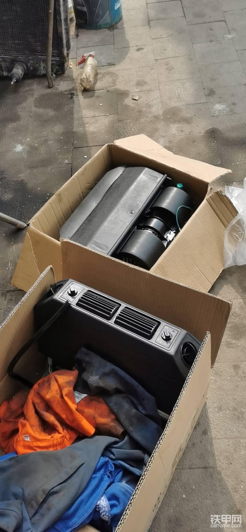 买的最小的,这种蒸发器便宜耐用,效果好,,一台12伏,一台24伏,徐大爷是用的12伏,