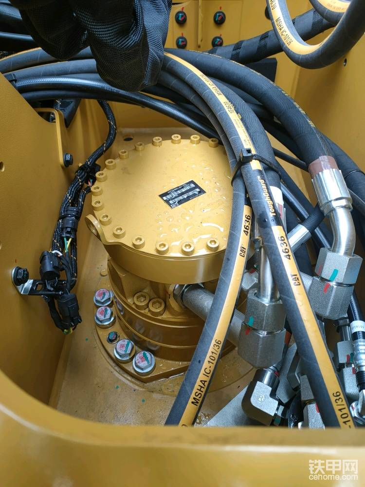 低转速大扭矩的液压马达直接驱动,不用更换齿轮油,也节省了保养成本。