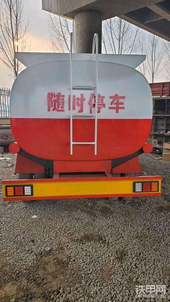 本公司長期出售各種噸位二手灑水車  加油車? ? ?-帖子圖片