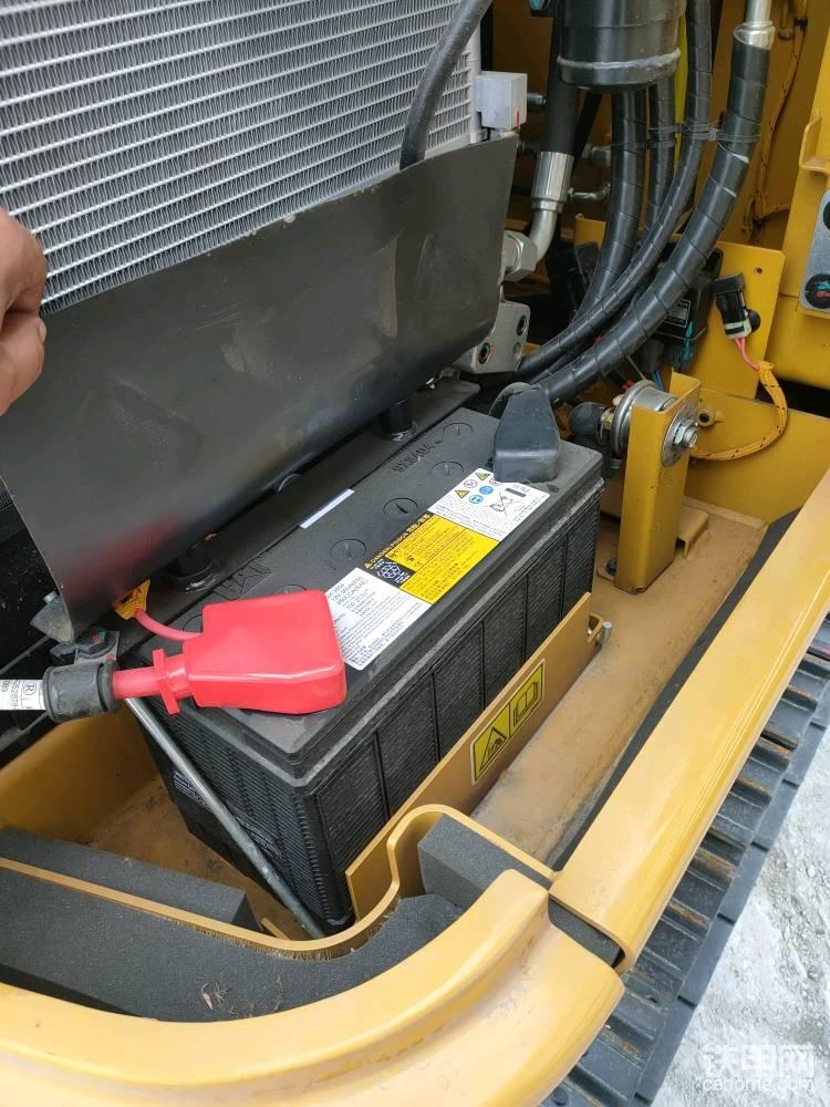 电源开关在设备长期停放或维修时方便关闭。