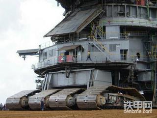 曾经制造过坦克的挖掘机制造商