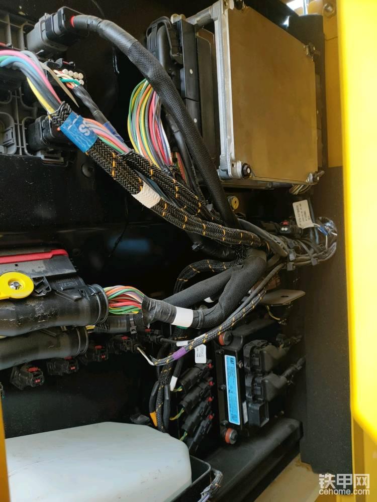 加强型的机型标配有2D智能科技,增加了电脑版和线束。