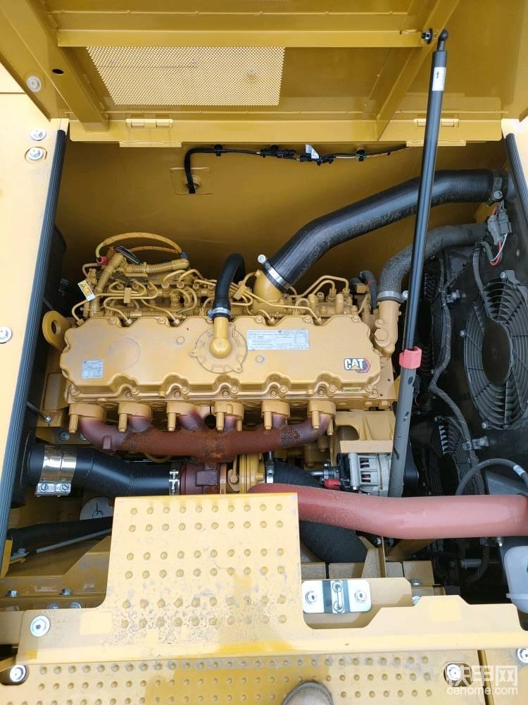 发动机采用C7.1排量,118千瓦,油耗15升每小时。