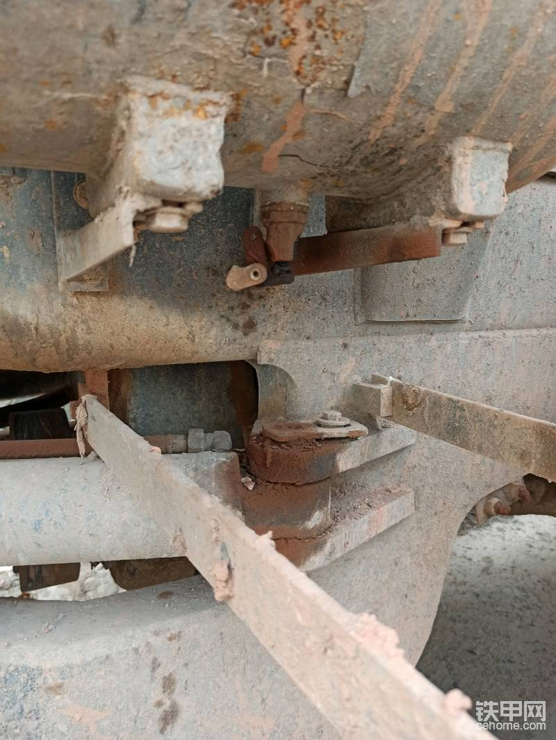 这个气筒放水设计还行,车架焊接工艺也不错。