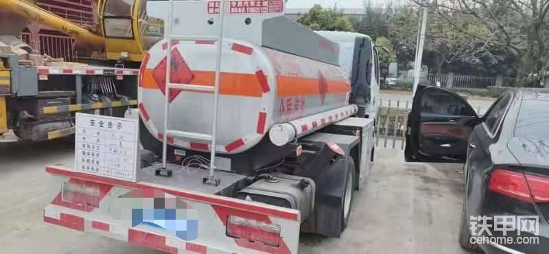 2021四川戶藍牌2噸二手油罐車只開過一次換大車轉讓-帖子圖片