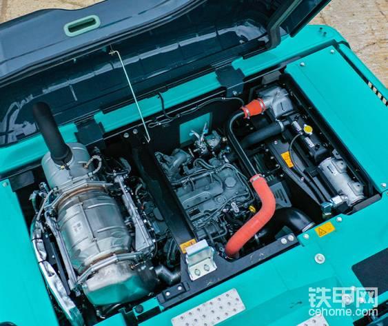SK130LC-11配备了全新的符合欧V排量规制的发动机,具有出色的稳定性,这得益于挖掘机创新的形状设计以及更大的配重重量。型号:五十铃4JJ1XDDV (因为日野发动机不过关) 输出功率:78.5kW/2,000min-1