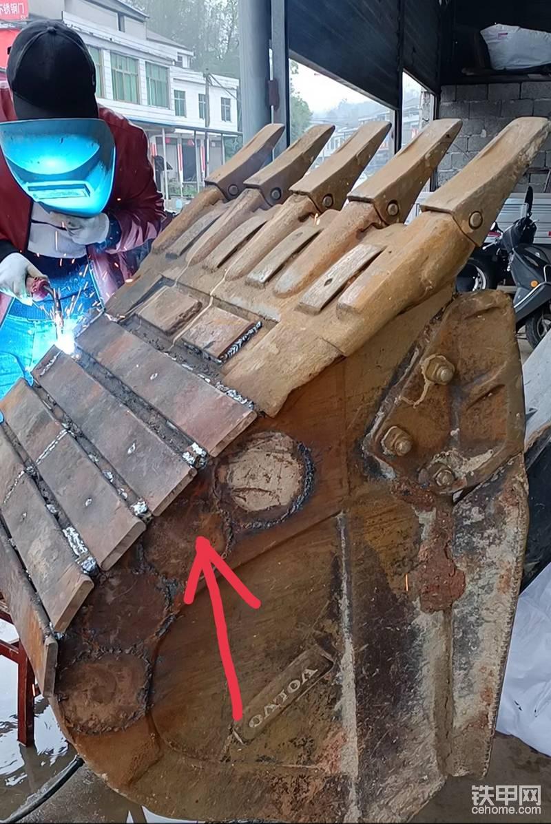 半轴盖子这回是割掉了  ,用了这么久 磨损是有点,不方便板子封边就割掉了。