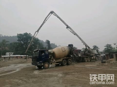 混凝土泵车维修。