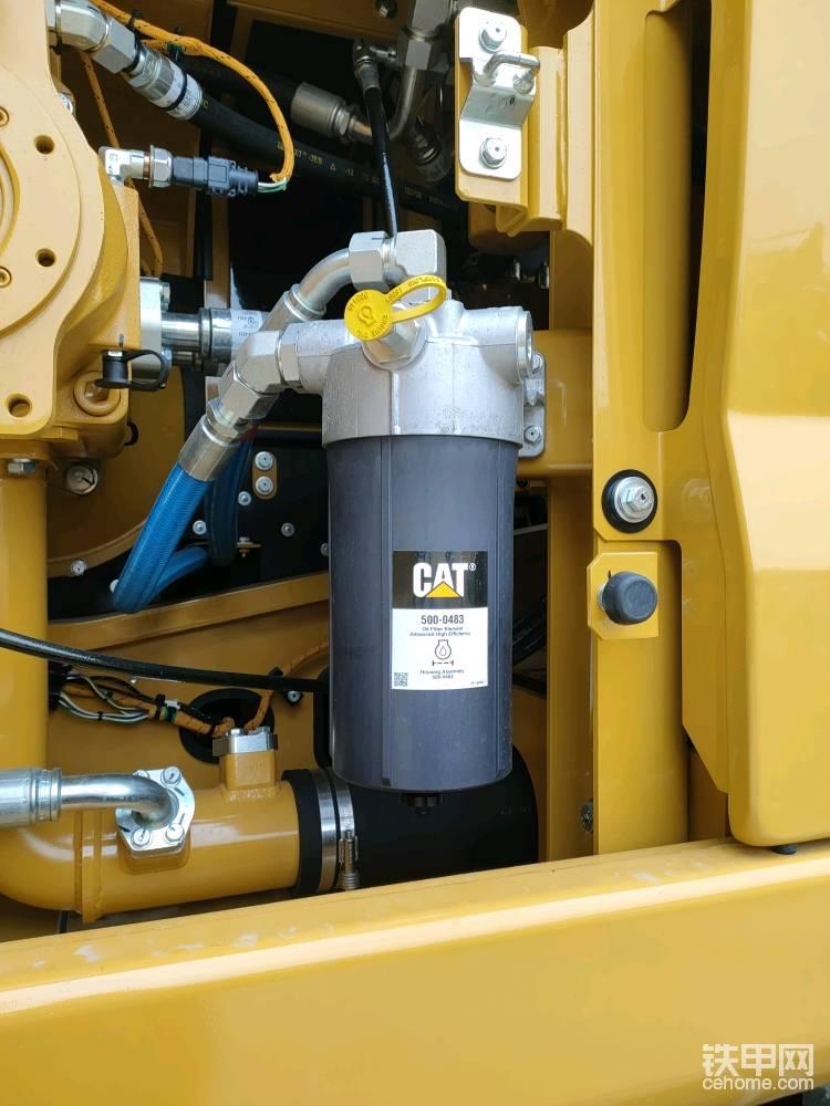 机油滤芯上配备有SOS油样检测取样口 ,通过油样检测,可以知道发动机状态。