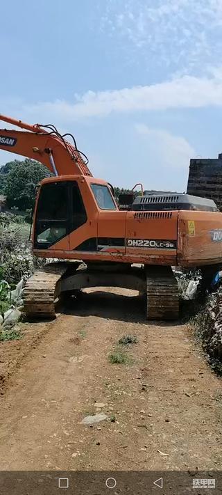 哪位老板需要斗山220-9挖机做事的,价格优惠,电话18374726332