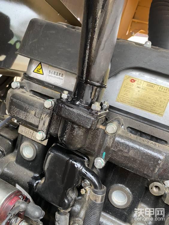 魯工918新車排氣支有油流出-帖子圖片