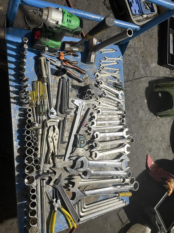 求职,从事挖掘机维修,主修液压系统