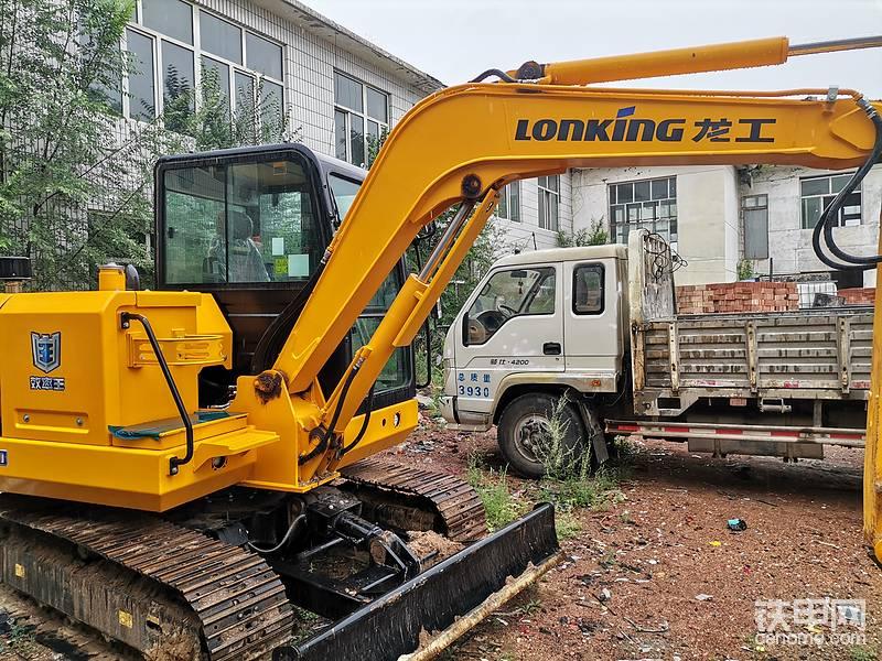 龍工CDM6060挖掘機大臂支不起車,全車嚴重掉漆-帖子圖片