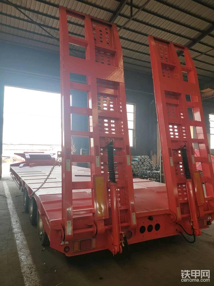 拖板車挖掘機拖板車生產-帖子圖片