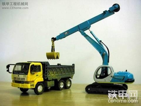 神綱伸縮小臂挖掘机模型同日产UD自卸卡车。