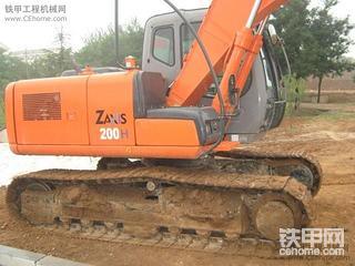 卡特彼勒312C和日立ZX130挖掘机
