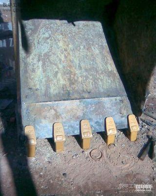 小松挖掘机挖斗更换牙王板