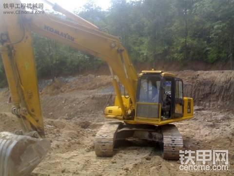 小松PC220-6挖掘机出租包月35000元配驾驶员