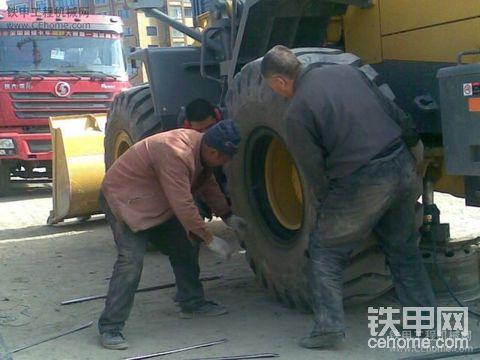 今天我的轮胎悲剧了!!!!!!!
