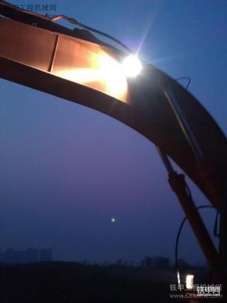 国内使用氙气灯第一挖  日立EX200-5挖掘机