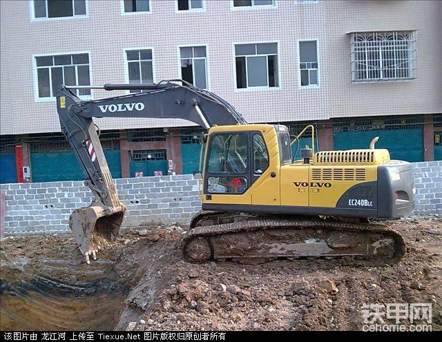 我开的沃尔沃240BLC挖掘机-帖子图片